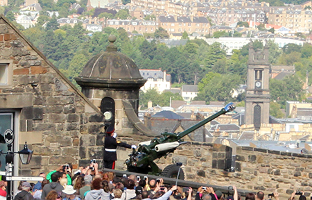 Firing of the One O'Clock Gun - Edinburgh Castle