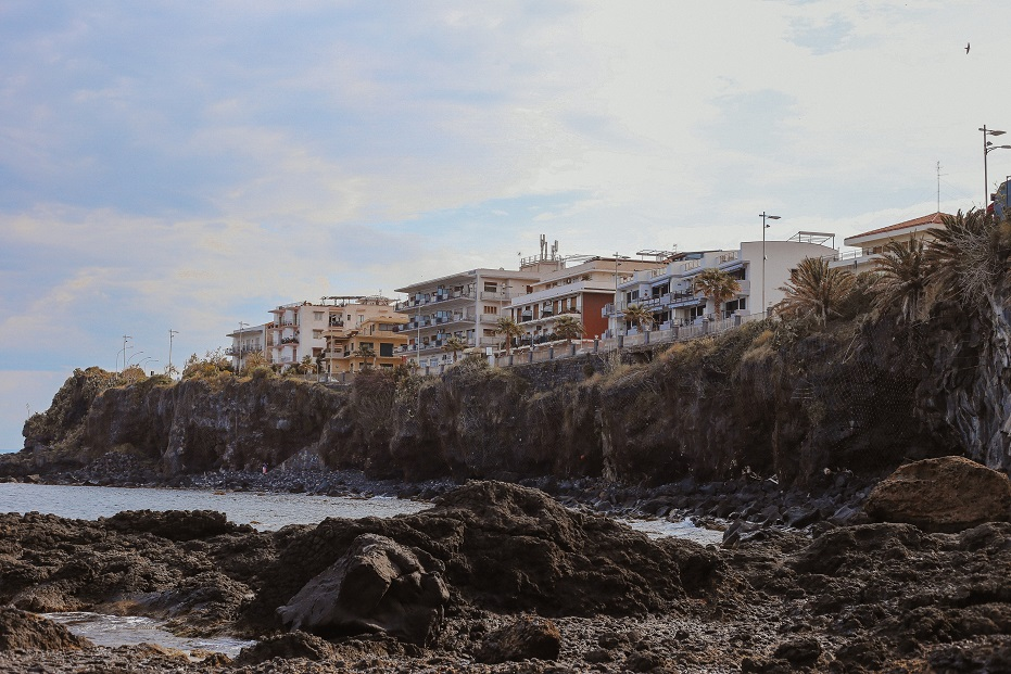 Aci Castello coast