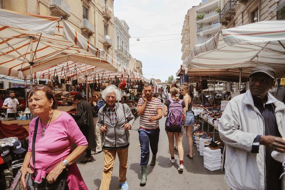 Fera O' Luni market