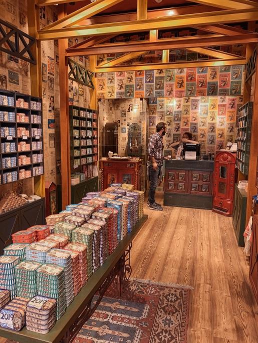 O Mundo Fantástico da Sardinha Portuguesa - sardines shop